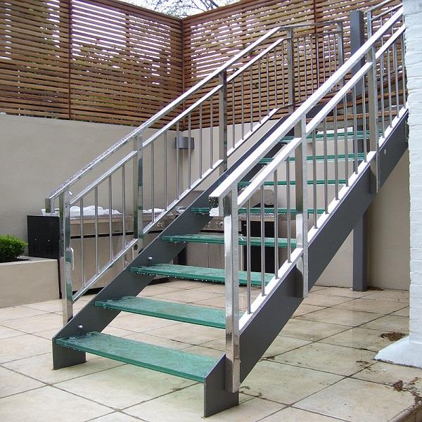 Các mẫu cầu thang inox